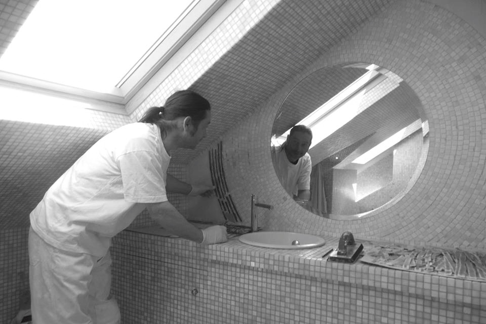 Preparation (highly important) and installation without cutting the mosaic... Except in andamento!